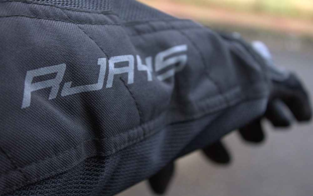 Sleeve Detail - RJays All Seasons II
