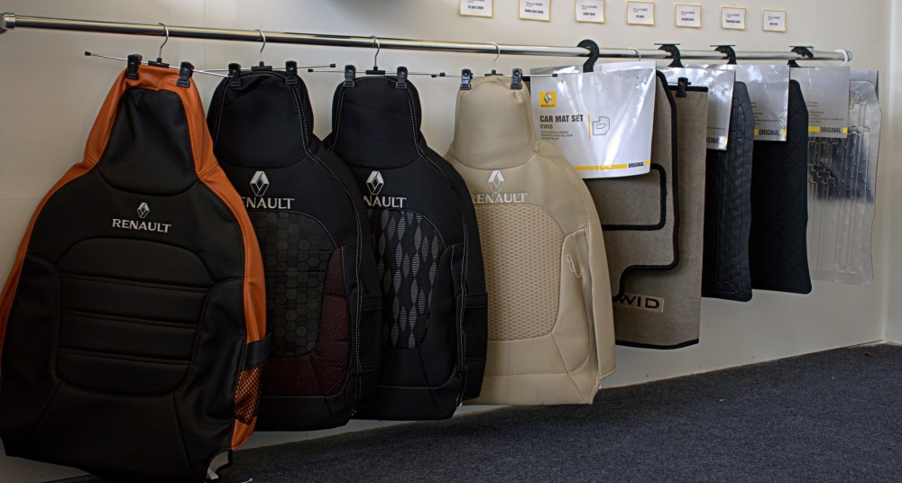 Kwid - 4 Seat Cover & Cabin Mat Options.CR2