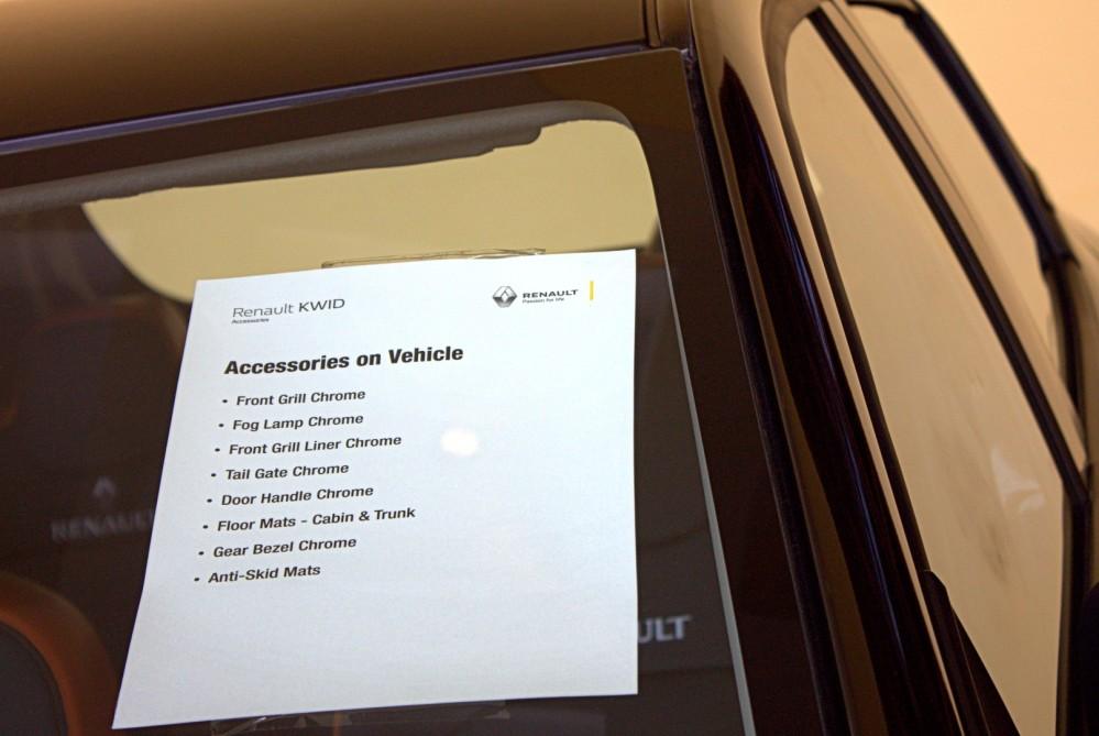 Kwid - Accessory Pack on Gree Display Vehicle.CR2