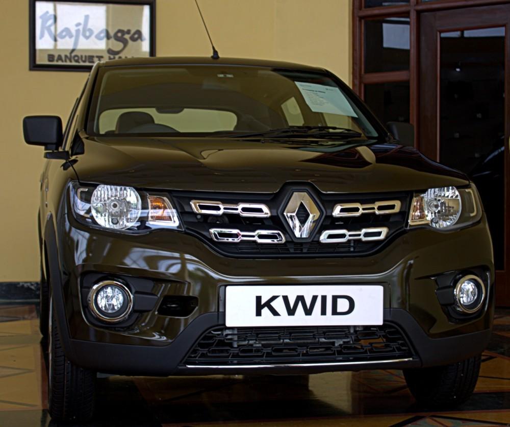 Kwid - Accessory Pack on Green Display Vehicle.CR2