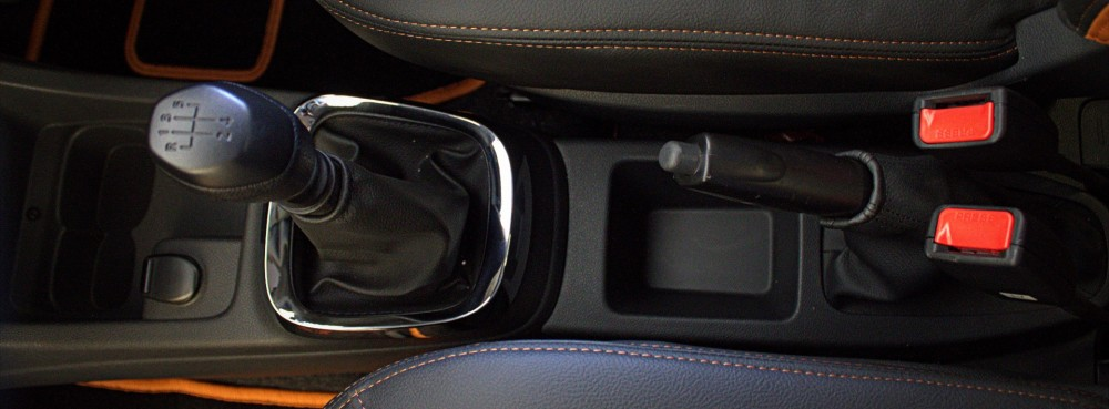 Kwid - Central Floor Console - Cup Holders, 12V outlet, Gear Lever Chrome, Storage space.CR2