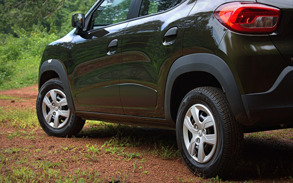 Kwid - Chunky cladding on wheels, LHS.CR2