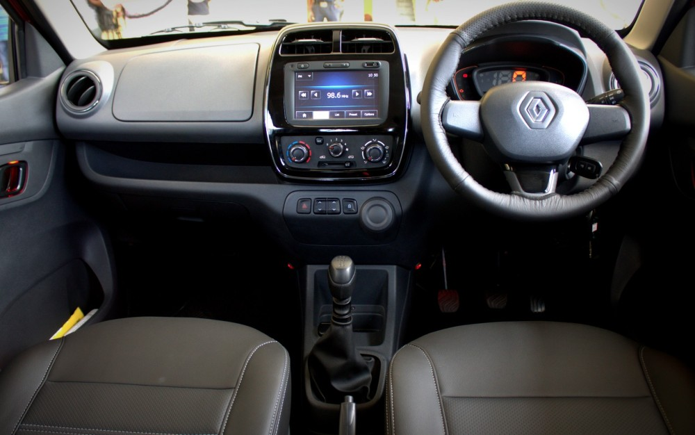 Kwid - Full Dash View (1).CR2