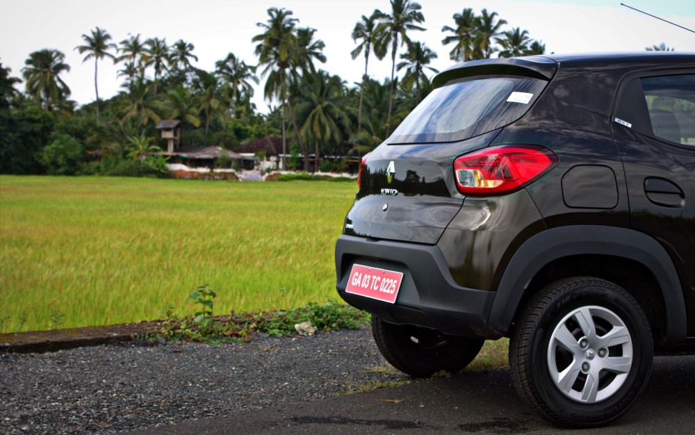 Kwid - Green, Rear Profile.CR2
