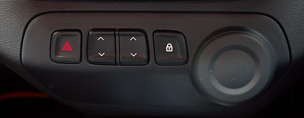 Kwid - Power Window & Door Locker Buttons on Central Console.CR2