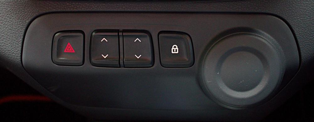 Kwid - Power Window & Door Locker Buttons on Central Console.CR2