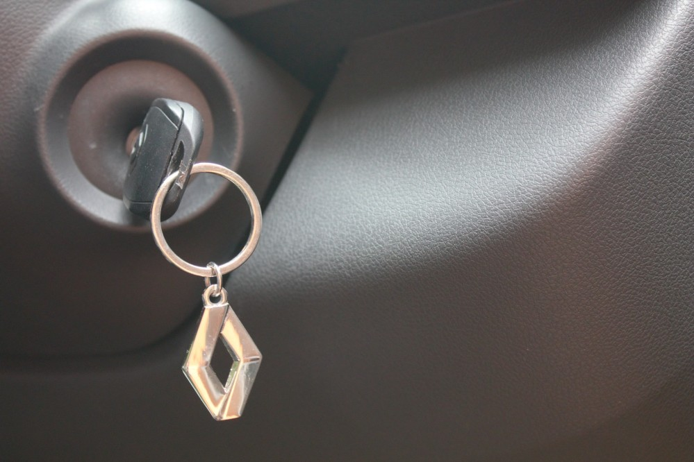 Kwid - Renault Keychain & Key with remote lock-unlock
