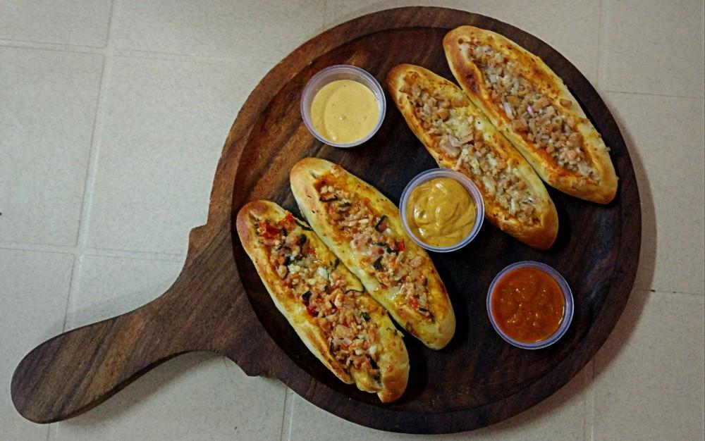 Stuffed Garlic Bread Platter (Non-Veg)