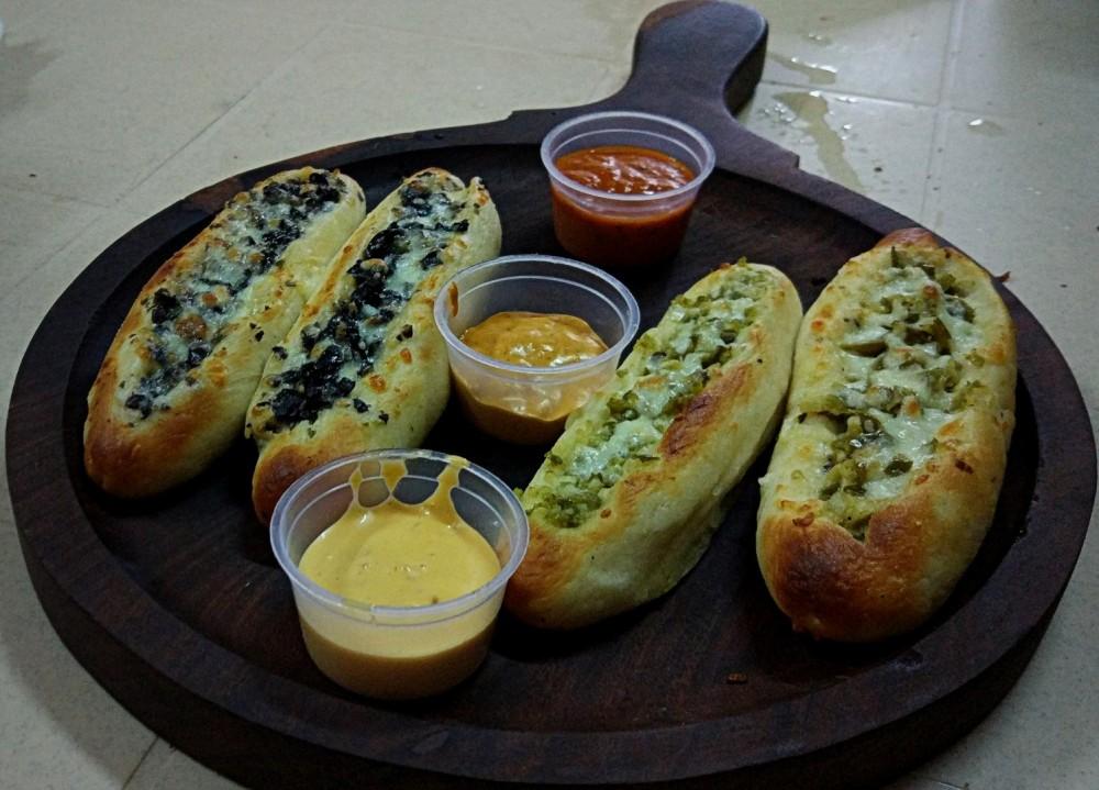 Stuffed Garlic Bread Platter (Veg)