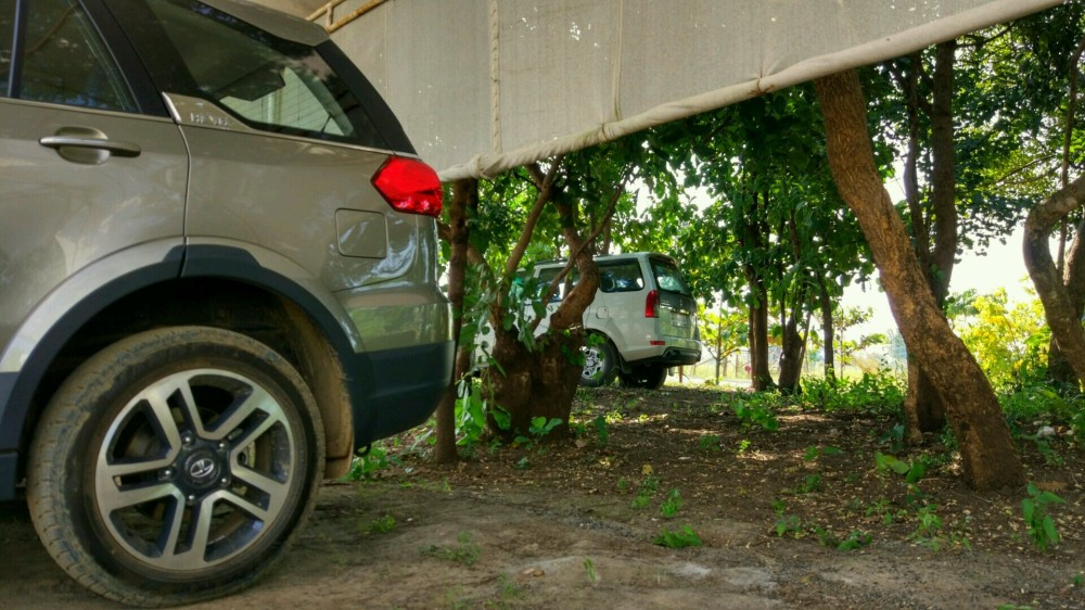Hexa versus the Safari Storme - Battle of the Tata Flagships.jpg