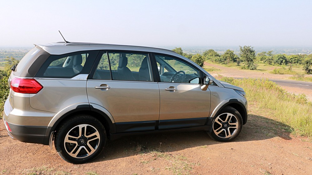 RHS Side Profile - Tata Hexa.JPG