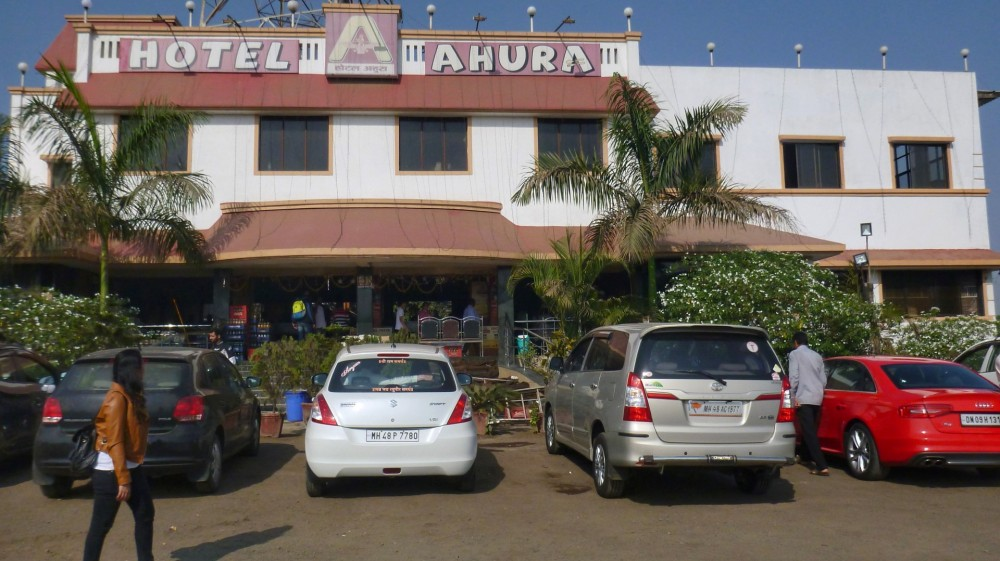 Front view of Hotel Ahura on Mumbai-Ahmedabad Highway