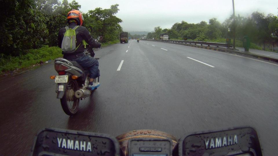 30 kms on the tail of the spluttering Honda Unicorn